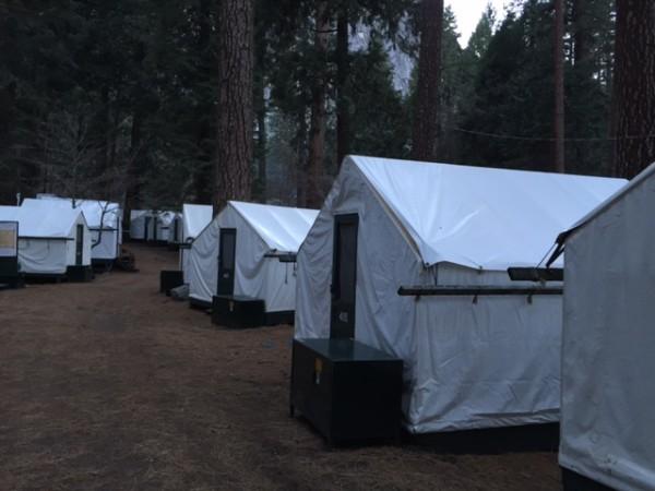 帳篷屋與食物儲藏櫃