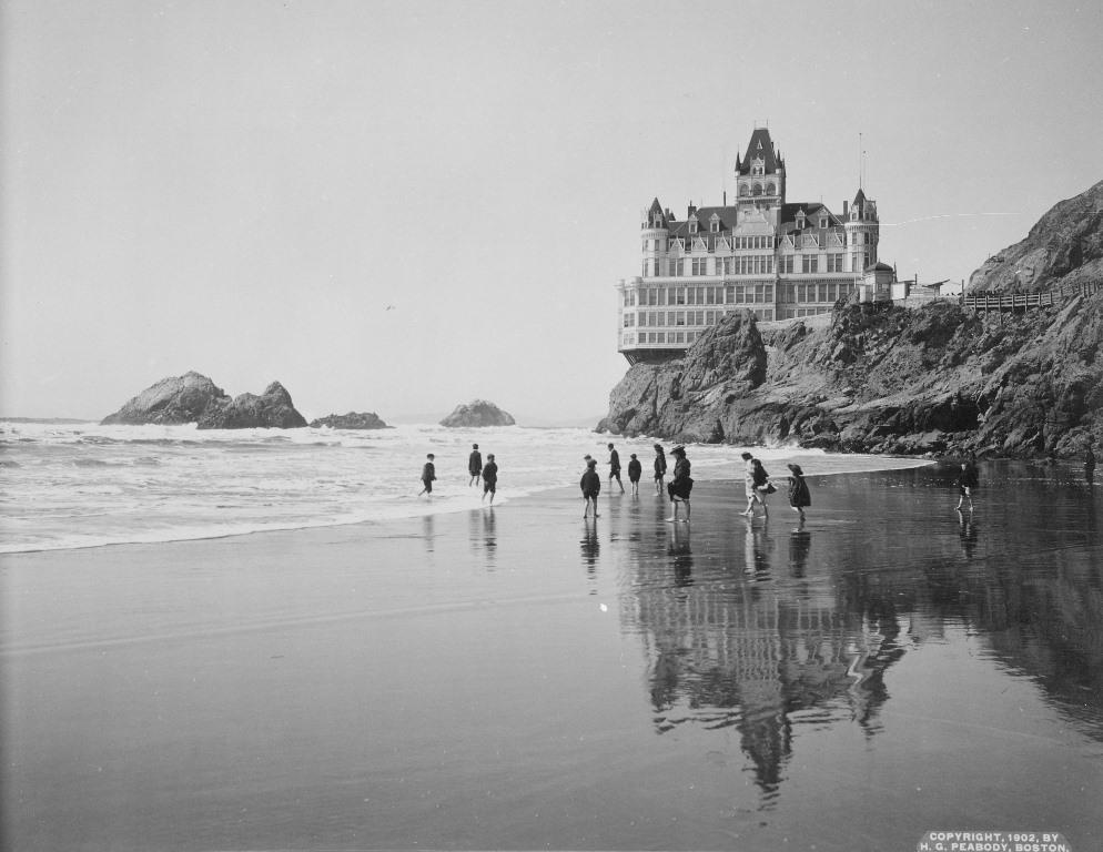 1902年, 火災之前的崖屋.